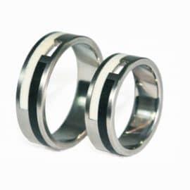 Ébenfa, kerámia, karikagyűrű, titán karikagyűrű, egyedi karikagyűrű, design karikagyűrű, különleges karikagyűrű, design jegygyűrű, különleges jegygyűrű