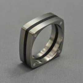 Ébenfa, ezüst karikagyűrű, karikagyűrű, titán karikagyűrű, egyedi karikagyűrű, design karikagyűrű, különleges karikagyűrű, design jegygyűrű, különleges jegygyűrű