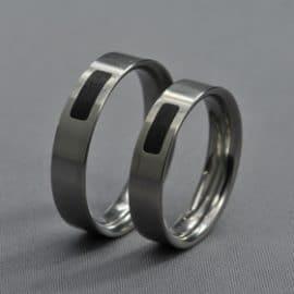 ébenfa karikagyűrű, karikagyűrű, titán karikagyűrű, egyedi karikagyűrű, design karikagyűrű, különleges karikagyűrű, design jegygyűrű, különleges jegygyűrű