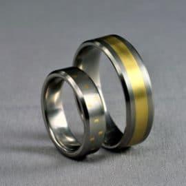 sárga arany karikagyűrű, karikagyűrű, titán karikagyűrű, egyedi karikagyűrű, design karikagyűrű, különleges karikagyűrű, design jegygyűrű, különleges jegygyűrű