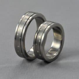 ezüst karikagyűrű, mozgó, forgó karikagyűrű, karikagyűrű, titán karikagyűrű, egyedi karikagyűrű, design karikagyűrű, különleges karikagyűrű, design jegygyűrű, különleges jegygyűrű