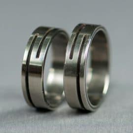 ében karikagyűrű, karikagyűrű, titán karikagyűrű, egyedi karikagyűrű, design karikagyűrű, különleges karikagyűrű, design jegygyűrű, különleges jegygyűrű