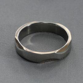 Vörös arany karikagyűrű, arany karikagyűrű, karikagyűrű, titán karikagyűrű, egyedi karikagyűrű, design karikagyűrű, különleges karikagyűrű, design jegygyűrű, különleges jegygyűrű