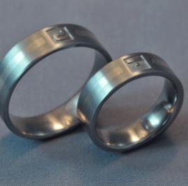 wedding ring, white gold wedding band, titán karikagyűrű, monogramos karikagyűrű, egyedi karikagyűrű, különleges karikagyűrű, gyűrű, karikagyűrű, titán karikagyűrű, titánium karikagyűrű, fehérarany karikagyűrű, comfort fit karikagyűrű, gravírozott karikagyűrű