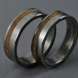 ujjlenyomatos karikagyrűrű, bambusz karikagyűrű, feliratos karikagyűrű, gravírozott karikagyűrű, karikagyűrű, titán karikagyűrű, egyedi karikagyűrű, design karikagyűrű, különleges karikagyűrű, design jegygyűrű, különleges jegygyűrű